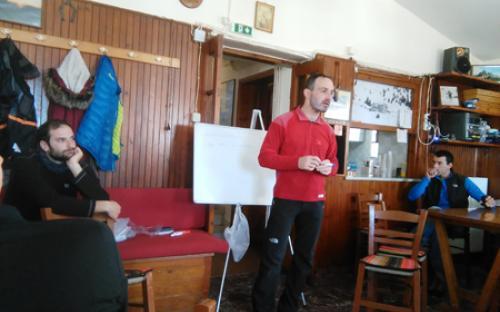Θεωρητική εκπαίδευση στο καταφύγιο του Ε.Ο.Σ. Τρίπολης