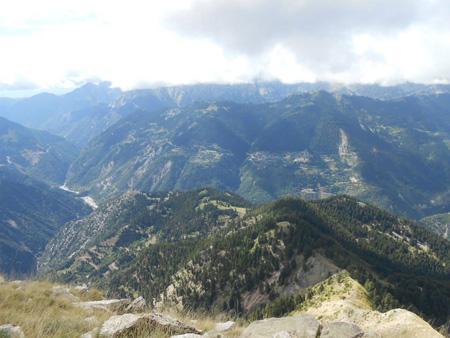 Θέα από τον Κουκουρούτζο προς τα Επινιανά και τον Αγραφιώτη