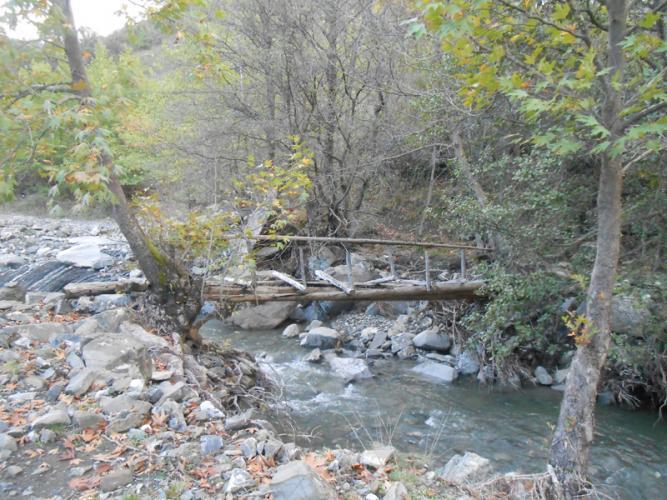 Το χαλασμένο ξυλογέφυρο στο ποτάμι (σημείο POT)