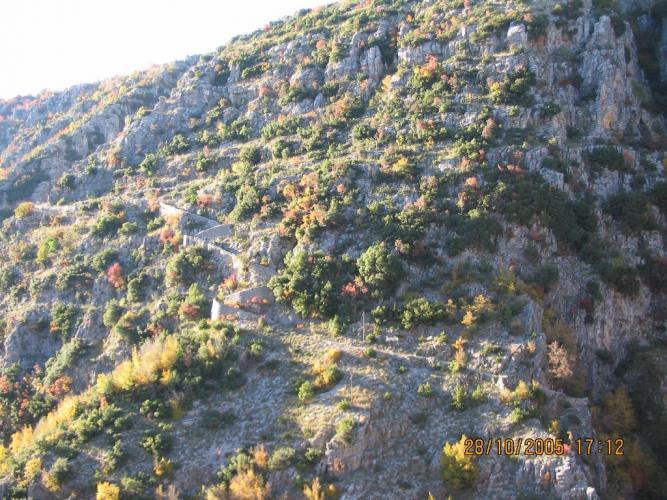 Η σκάλα από την πλαγιά προς το Καπέσοβο