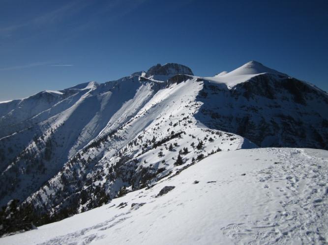 Ο 'Λαιμός' και οι κορυφές από τα 'Σκούρτα'